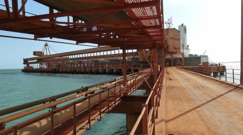La bauxite aujourd'hui, le minerais de fer demain