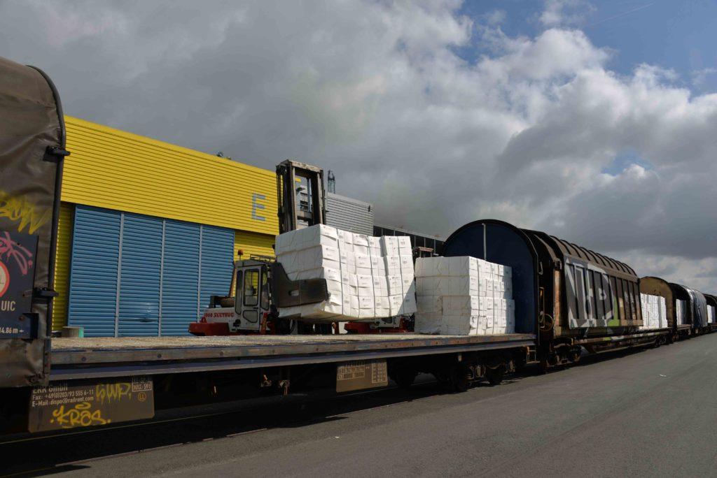 La pa^te à papier utilise parfois le GPM La Rochelle comme hub vers d'autres ports européens
