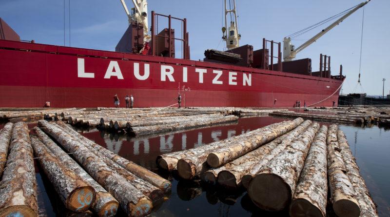 Lauritzen Bulker est active dans plusieurs secteurs dont le bois.
