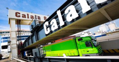 À Calais, des embouteillages vers la Grande-Bretagne.